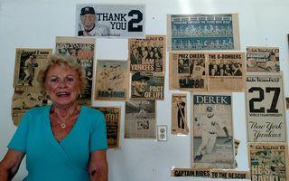 Niciodată nu-i prea târziu: A primit diploma de absolvire a liceului la 75 de ani după ce a fost nevoită să renunțe la școală