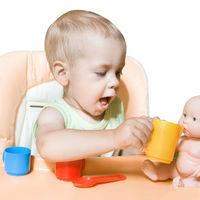 De ce este important ca atat fetele, cat si baieții sa se joace cu papusile