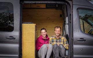 """Viața ca o călătorie, alegerea unui cuplu sătul de viața """"normală"""": Cum e să trăiești într-o mașină cu care străbați lumea"""