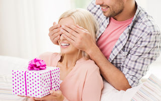 Idei de cadouri pentru femeile care spun că nu își doresc nimic