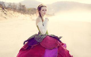 Îți poți face o rochie din orice: 20 de femei și creațiile lor inedite