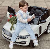 Influencer la 3 ani: Baiețelul care pozeaza cu haine de designer, dar nu are voie sa se joace imbracat in ținutele scumpe