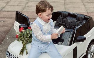 Influencer la 3 ani: Băiețelul care pozează cu haine de designer, dar nu are voie să se joace îmbrăcat în ținutele scumpe