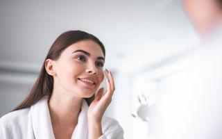 Îngrijirea corectă a tenului acneic: 5 sfaturi utile