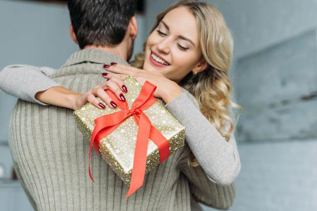 Idei de cadouri pentru fiecare etapă a relației