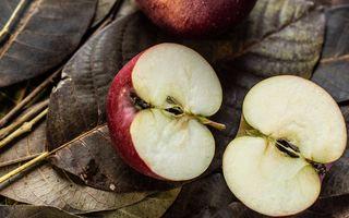 Pericolul mortal din mere. Nu le mai consuma astfel!