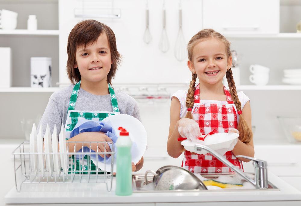 copii treburi casnice