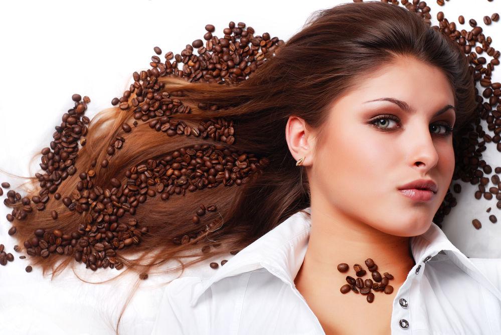 Poate cofeina să stimuleze creșterea părului? Ce spun specialiștii
