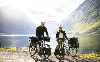 Odiseea unui cuplu care a străbătut 7 țări de pe 3 continente cu bicicleta: Fotografiile uimitoare pe care le-au făcut