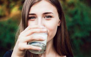 Consumul de lapte provoacă acnee? Ce spun specialiștii