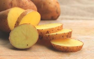 Poți să tratezi acneea cu cartofi cruzi? Cât de sigur este trucul viral apărut pe TikTok
