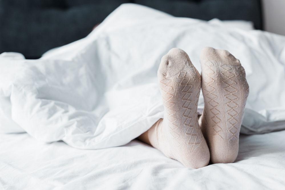 De ce ar trebui să dormi cu șosete în picioare