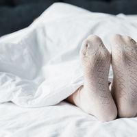 Postarea virala a unui medic: De ce ar trebui sa dormi cu sosete in picioare