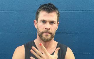 20 de bărbați celebri care își dau unghiile cu ojă