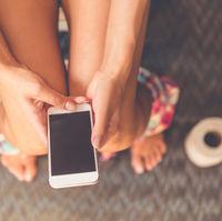 De ce nu ar trebui sa mergi cu telefonul la toaleta? 5 motive alarmante