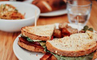 E mai sănătoasă pâinea prăjită decât cea normală? Ce spun nutriționiștii