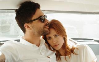 5 cupluri de vedete care s-au cunoscut pe internet și s-au îndrăgostit