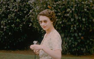 Regina nevăzută: Elisabeta a II-a, surprinsă în imagini nedezvăluite până acum