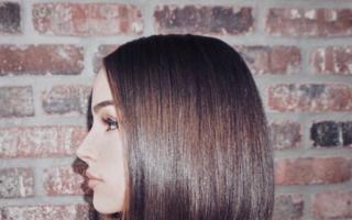 Glass hair - cum obții acasă singurul trend de hairstyle care nu va muri niciodată