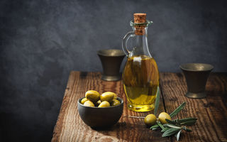 De ce tot mai multe vedete folosesc uleiul de măsline în locul produselor cosmetice scumpe, de firmă