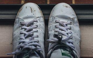 Cum să vă curățați adidașii corect