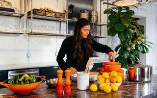 4 ierburi și condimente sănătoase pe care probabil că nu le ai în bucătărie