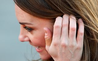 De ce Kate Middleton are mereu degetele bandajate. Ce i se întâmplă ducesei de Cambridge