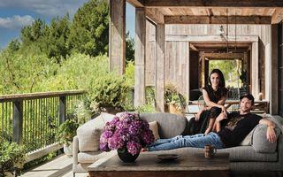 Mila Kunis și Ashton Kutcher și-au construit o casă de tip hambar în Los Angeles. Arată spectaculos!