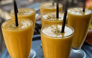 Mango Lassi, gustarea răcoritoare și vegană perfectă pentru vară