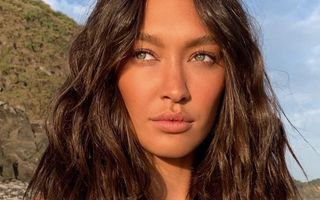 5 produse cu protecție solară care vor camufla porii și petele pigmentare