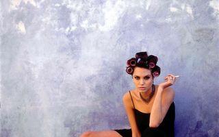 Angelina Jolie, în ipostaze ciudate, înainte de a fi vedetă: Fotografiile nemaivăzute pe care le-a făcut la 19 ani