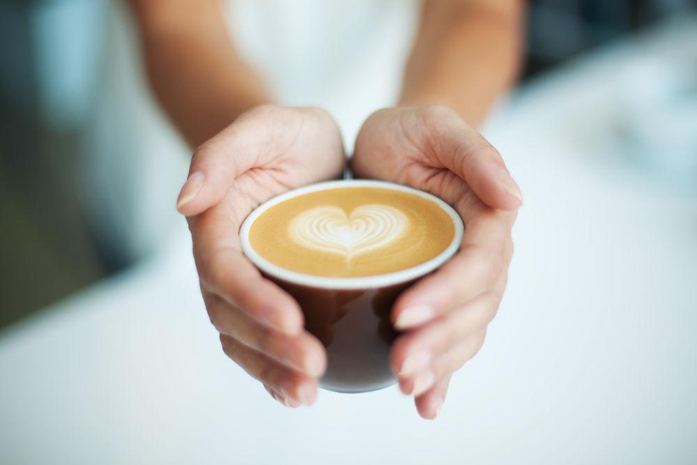 Studiu: Persoanele care beau cafea au un risc cu 50% mai mic de a muri din cauza unei boli cronice de ficat