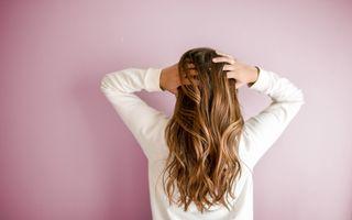 Cum afectează părul utilizarea frecventă a unei plăci de păr?
