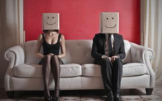 7 semne subtile că partenerul tău se preface că te iubește