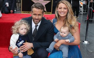 """Blake Lively îi acuză pe paparazzi că i-au urmărit și speriat fiicele: """"A fost înspăimântător"""""""