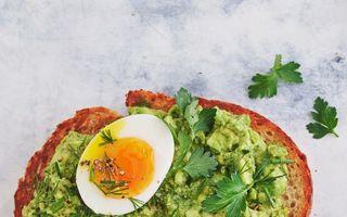 Cremă de avocado cu pesto pentru micul dejun și 7 combinații delicioase pentru fiecare zi a săptămanii
