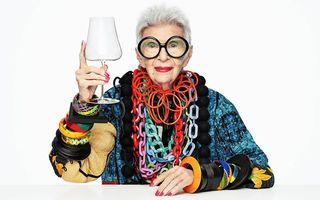 """Iris Apfel, cea mai în vârstă fashionistă din lume, a împlinit 100 de ani: """"Sunt cea mai bătrână adolescentă"""""""