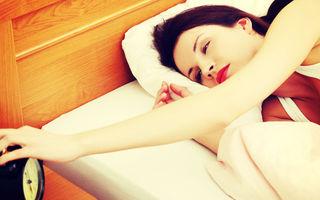 Te trezești în fiecare noapte la aceeași oră? Află ce spune acest lucru despre starea ta emoțională
