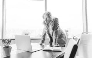 """Studiu: Persoanele care privesc relaxarea drept o """"pierdere de timp"""" sunt mai nefericite"""