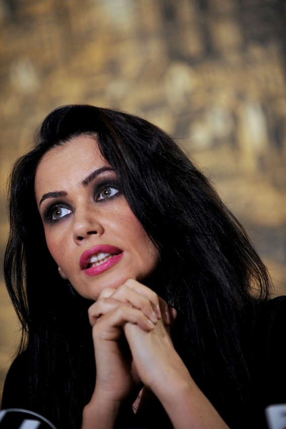Oana Zăvoranu și-a decorat casa cu 100.000 de beculețe |Oana Zăvoranu